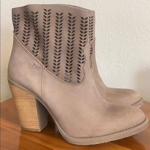 Missed and Cloud boots, Sz 6